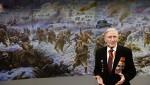 «Севастополь освобожден»: Анатолий Локоть подарил картину новосибирского ветерана жителям Крыма