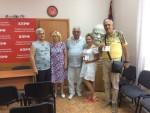 Первый секретарь СГО КПРФ Василий Пархоменко наградил представителей «Красного креста»