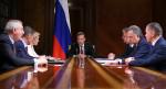 Правительство Медведева загнало страну в пропасть бедности и заставило жить в стрессе