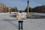 Жители Барнаула пикетируют с призывом: «Соловьев, будь мужиком! Дай прямой эфир Грудинину!»
