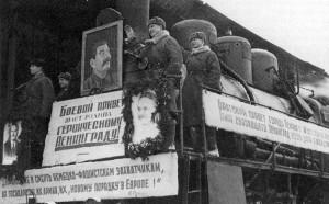 Pervyi_poezd_leningrad_07_02_1943