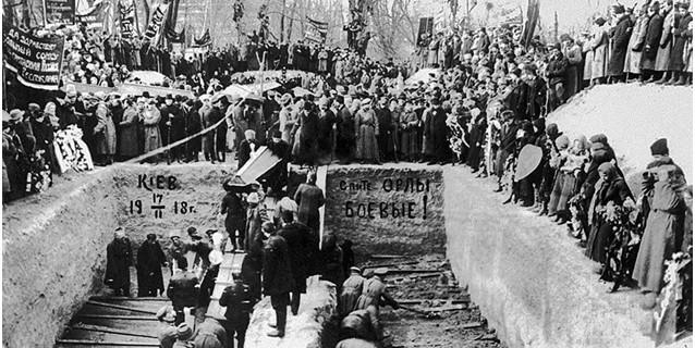 pohorony_zhertv_YAnvarskogo_vosstaniya_v_Kieve-1918