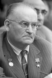 Академик А. Л. Минц