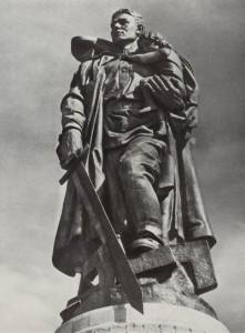 monument_Voinu-osvoboditelyu-Berlin_Treptov-park
