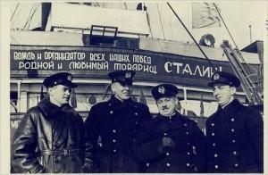 Papanin-Shirshov-Krenkel-Fedorov_ledokol_Ermak_1938