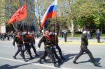 Триколор вместо Красного Знамени: Почему власти пытаются «затереть» советскость Великой Победы?